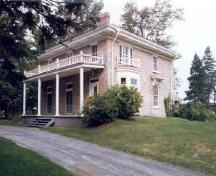 View of Scott House, showing its open porch with a decorative façade, 1985.; Department of Public Works / Ministère des Travaux publics, 1985.