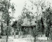 General view of the Whirlpool Wardens' Residence, taken shortly after its construction.; Agence Parcs Canada / Parks Canada Agency.