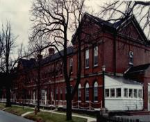Side view of Wellington House, showing the south façade and the red brick construction.; Parks Canada Agency/ Agence Parcs Canada, Canadian Forces, NS-85-6-5687