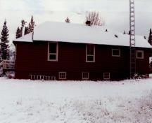 View of the Warden's Residence, showing the simple one-storey structure with a medium pitch truncated hipped roof, 1992.; Parc national du Canada Banff / Banff National Park of Canada, 1992.