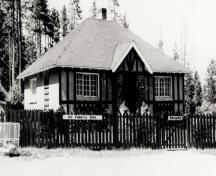 Historic façade of the Upper Hot Pool Residence, showing its fusion of English Arts and Crafts design elements with rustic materials and craftsmanship.; Parks Canada Agency / Agence Parcs Canada.