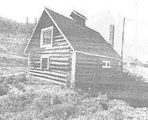 General view of the Blacksmith Shop, showing the north (front) and east elevations, 1992.; Department of Public Works / Ministère des Travaux publics, (A & E Services -- CPS, WRO), 1992..