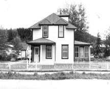 View of the front (west) elevation of the Black Residence, 1901.; Agence Parcs Canada/Parks Canada Agency, 1987.