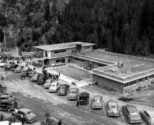 Aerial view of the Aquacourt, at time of official opening in May 1951.; Agence Parcs Canada / Parks Canada Agency, Photo Services, N-10-100-2-8.