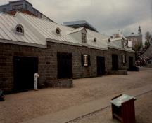 View of the Cannon Carriage Store, showing the windows placed under each dormer, 1991.; Agence Parcs Canada / Parks Canada Agency