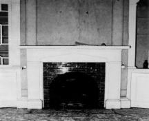 Interior view of the Ryan Residence, showing the fireplace mantel and the decorative features of the interior, including the smooth plaster on the walls, 1991.; Agence Parcs Canada / Parks Canada Agency, 1991.