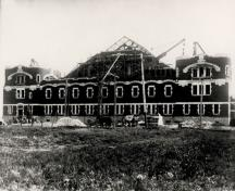 General view of The Minto Armoury under construction.; National Archives of Canada / Archives nationales du Canada, PA 46617.