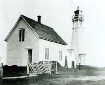 Cape Jourimain lighttower and ancillary buildings, 1907.; National Archives of Canada/Archives nationales du Canada, PA 148280, 1907.