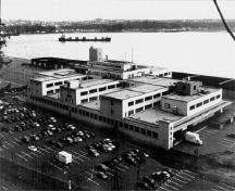 View of the Champlain Maritime Station, showing the massing and volume that together form an assembly of boxes placed one upon the other, with storeys of varying heights, 1998.; Patri-Arch, 1998.