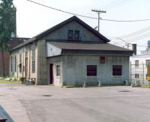 Corner view of the Machine Shop, showing the use of durable materials such as steel and concrete, 1990.; Agence Parcs Canada / Parks Canada Agency, 1990.