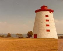 General view of the Windmill Tower, 1987.; Agence Parks Canada, Bureau régional de l'Ontario / Parks Canada Agency, Ontario Regional Office, 1987.