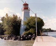 View of the Rear Range Lighttower from the pier, 1987.; Department of Transport/Ministère des transports, 1987.
