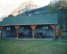 General view of Kitchen Shelter 1, showing the simple, low massing of the one-storey structure, 1990.; Parks Canada Agency / Agence Parcs Canada, 1990.