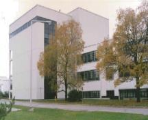 General view of Building M-12 showing the six-storey addition, 1990.; National Research Council Canada / Conseil national de recherches du Canada, 1990.
