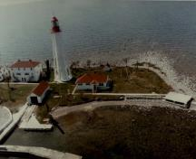 General view of the Light Tower, showing its precision, scale, and streamlined form, 1987.; Canadian Coast Guard / Garde côtière canadienne, 1987.