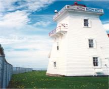 View of the Tower and Fog Alarm at Wood Islands, showing the fog alarm balcony, the coved cornice, gallery platform and the cross- braced guardrail, ca. 1990.; Department of Transport / Ministère des Transports, ca./vers 1990.