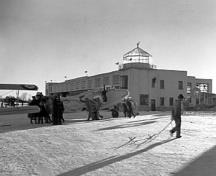 General view of Building 51, showing the flat-roof profile with a stepped profile on its west elevation and the regular pattern of windows, ca. 1939.; National Archives of Canada / Archives nationales du Canada, ca. 1939.