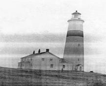 General view of the Lighthouse, showing the attached dwelling, 1955.; Department of Transport / Ministère des Transports, 1955.