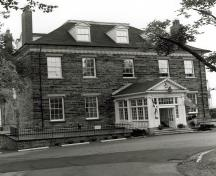 Main façade of the Admiralty House,a Classified Federal Heritage Building.; (Canadian Forces Photograph, CFB Halifax, 1983.)