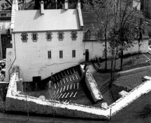 General view of the Dauphine Redoubt, showing the west façade and the bastioned wall, 1983.; Agence Parcs Canada (Région de Québec) / Parks Canada Agency (Québec Region), 101/07/PR-6/Sl504/#1, 1983.