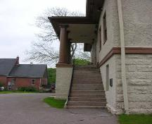 Granite split staircase leading to second storey courtroom, front facade, Annnapolis County Court House, Annapolis Royal, 2005.; Heritage Division, NS Dept. of Tourism, Culture and Heritage, 2005.