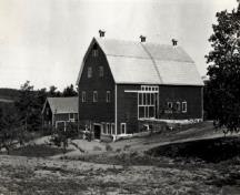 Corner view of the Research Station,the vertical orientation of the structure with a gabled roof, ca. 1925.; National Archives of Canada / Archives nationales du Canada, ca./ vers 1925.