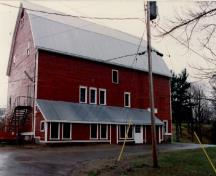Front elevation of the Research Station, showing the small six-over-six wood sash windows, 1993.; Agriculture Canada / Ministère de l'Agriculture, 1993.