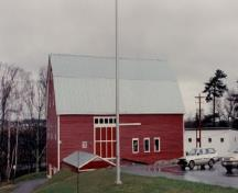 Side view of the Research Station, showing the narrow-gauge red-painted clapboard with contrasting white-painted trim and metal roofing, 1993.; Agriculture Canada / Ministère de l'Agriculture, 1993.