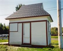 General view of the Cabin at Bridge 2, showing the complex broken-gable roof profile and the contrasting textures and colours adorning the wood siding, 1993.; Parks Canada Agency / Agence Parcs Canada, 1993.