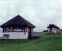 Side elevation of the Picnic Shelter Pavilion, adjacent to the Picnic Shelter: Lodge 1996.; Agence Parcs Canada / Parks Canada Agency, 1996.