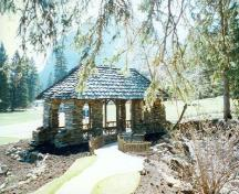 Rear view of the Cambrian Pavilion, showing the use of Corral creek shale in broken courses for the exterior walls, 1997.; Parks Canada Agency / Agence Parcs Canada, 1997.