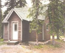 General view of the Camp Parker Warden Cabin, 1996.; Agence Parcs Canada / Parks Canada Agency, 1996.