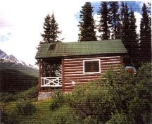 Side elevation of Medicine Tent Warden Cabin, showing the gabled roof with generous overhangs, 1996.; Parks Canada Agency / Agence Parcs Canada, 1996.
