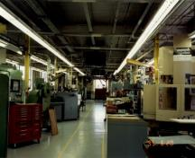 Interior view of the Engineering Research Building, showing the large, open-concept workshop section.; Agence Parcs Canada / Parks Canada Agency, Cosimo Zacconi, 1995.