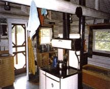 Interior view of Rocky Forks Warden Cabin, 1996.; Agence Parcs Canada / Parks Canada Agency, 1996.