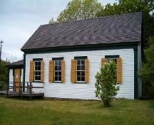 Side elevation, Birchtown School, Birchtown, 2004.; Heritage Division, NS Dept. of Tourism, Culture and Heritage, 2004.