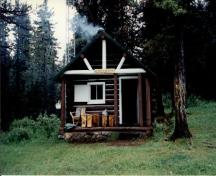 General view of the Little Heaven Warden Patrol Cabin, 1997.; Agence Parcs Canada / Parks Canada Agency, 1997.