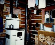 Interior view of the Little Heaven Warden Patrol Cabin, 1997.; Agence Parcs Canada / Parks Canada Agency, 1997.