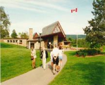 Exterior view of the Alexander Graham Bell Museum showing the main entrance vestibule, the main gallery, and the attatched library, 1996.; Parks Canada Agency / Agence Parcs Canada, 1996.