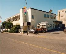 Corner view of the Vernon Federal Building, showing both the eastern façade and rear of the building, 1993.; Parks Canada Agency/ Agence Parcs Canada, 1993.