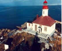 Exterior view of the Brandy Pot Island Lighthouse, showing the building's clean lines and picturesque silhouette, 1980.; Canadian Coast Guard/ Garde côtière canadienne, 1980.