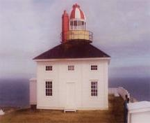 General view of Cape Spear Lighthouse demonstrating the expression of neoclassical design principles in the large balanced rectangular windows on the ground floor topped by smaller ones (some false) on the upper storey, 2000.; Parks Canada Agency / Agence Parcs Canada 2000
