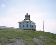 General view of the Cape Spear Lighthouse, 1990.; Agence Parcs Canada / Parks Canada Agency, 1990.