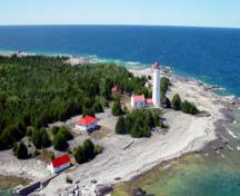 Aerial view of Lightstation: Annex from the east.; Department of Fisheries & Oceans Canada/Département de pêches et océans Canada