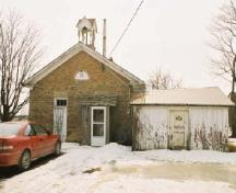 View of the main entrance of Former Mount Pleasant School House, showing its simple aesthetic design, scale, and solid, well-built appearance, 2005.; Department of Public Works and Government Services / Ministère des Travaux publics et services gouvernementaux, Alice Da Silva, 2005.