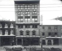 Main elevation of the Bate Building after additions in December 1907.; Library and Archives Canada/Bibliothèque et Archives Canada, PAC, PA 42267, 1907.