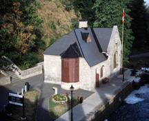 General view of the Lock Office, showing its prominent location at the west side of the northern entry to the Rideau Canal, 2002.; Parks Canada Agency / Agence Parcs Canada, A. Guindon, 2002.