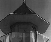 Detail view of the Northeast Tower Building D-1 and the well-built bell-cast roof with its metal, batten standing seam roof, 1995.; Correctional Service Canada \ Service correctionnel Canada, 1995.