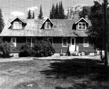 General view of the Wardens Operational Centre's rear elevation, 1987.; Jasper National Park \ Parc national de Jasper, 1987