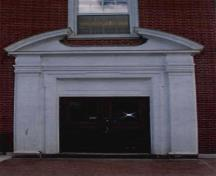 Detail view of the Science Building's main entrance depicting the the use of applied Classical decorative millwork around the entrances, and consisting of pilasters, an entablature and a broken pediment, 2001.; Public Works and Government Services Canada / Travaux publics et Services gouvernementaux Canada, 2001